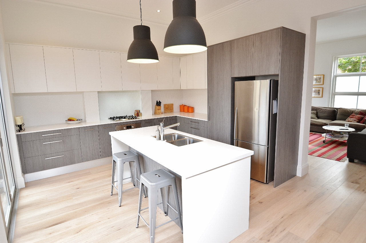 Modern 2 Toned Vinyl Kitchen In White And Timber Grain With Stone Benchtop Floors