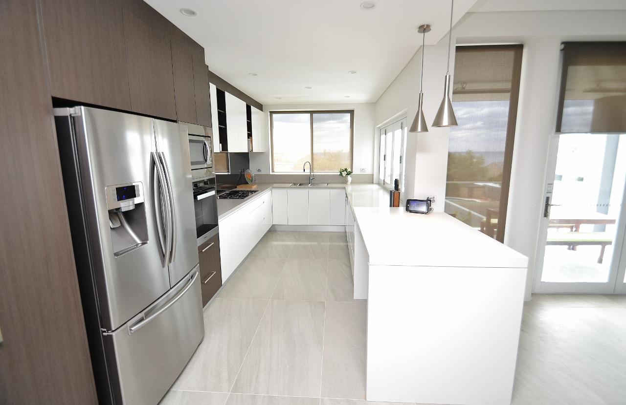 White Kitchen Mirror Splashback modern polyurethane kitchens   cdk